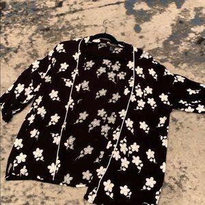 Forever 21 Floral  Short Kimono